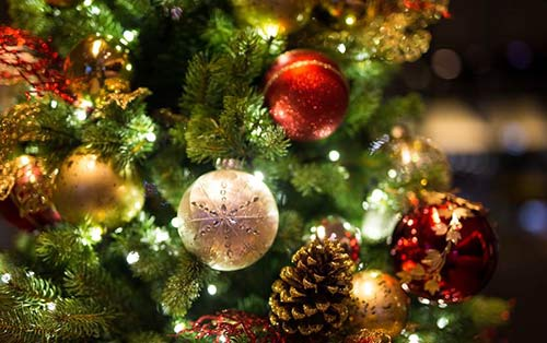 Christmas-tree-ornaments-crazy-games